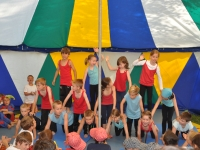 eine-kinderpyramide-entsteht