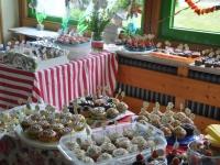 500-leckere-cupcakes-stehen-bereit