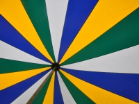 die-farbenfrohe-zirkuskuppel